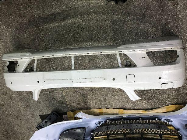 Бампер передний W221 рейсталинг AMG a2218805940 (дефект)