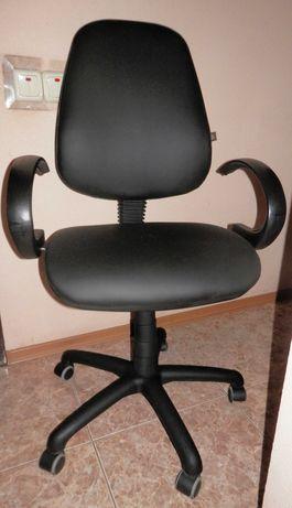 ремонт офисных стульев-кресел -перетяжка кожзамом