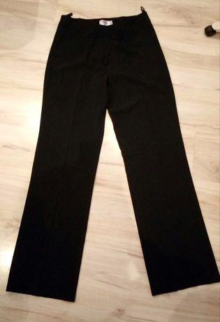 14. Czarne spodnie wizytowe damskie w kant