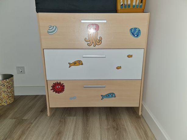 Quarto criança-cama com colchão novos, cómoda e estante
