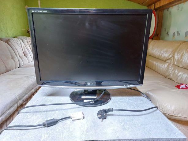 "Monitor LG Flatron 22"" + klawiatura + słuchawki + mysz"