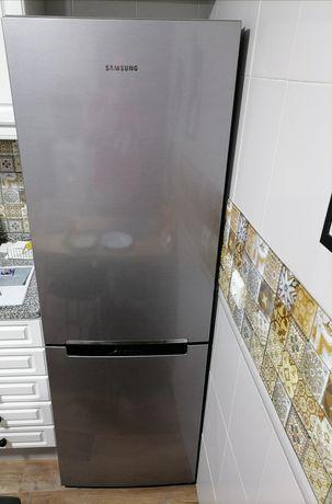 Vendo frigorífico combinado inox