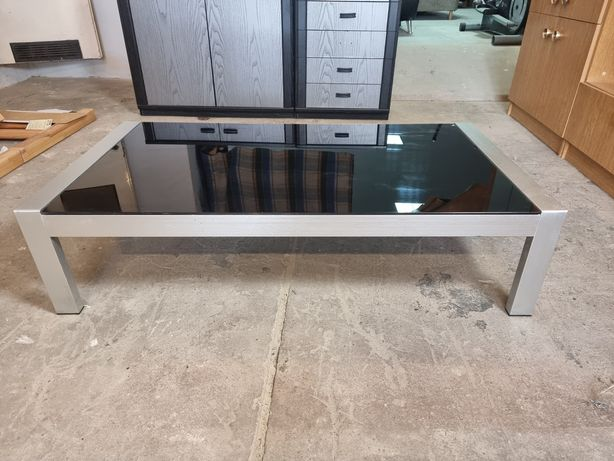 Piękny szklany stolik czarny aluminiowy