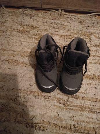 Sprzedam buty zimowe chłopięce rozmiar 22