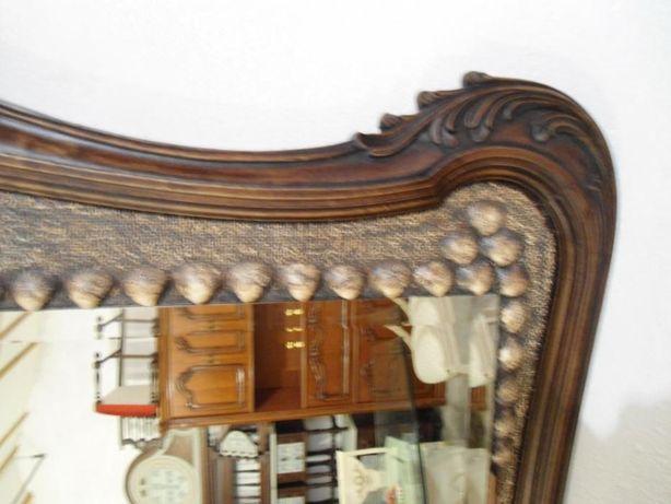 Espelho com moldura centenária