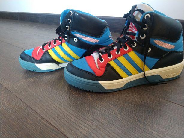 """Продам  фирменные кроссовки """"Adidas"""""""