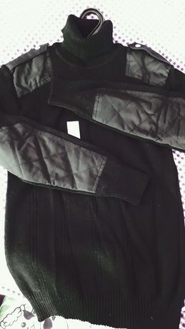 Черный форменный свитер