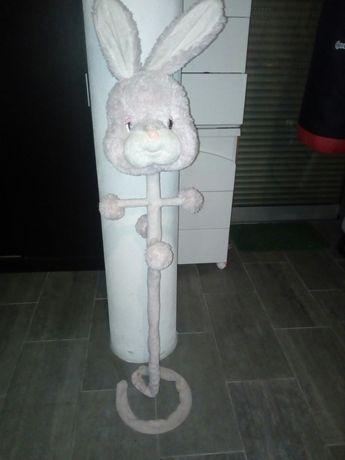 Cabide em forma de coelho para bebe