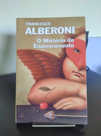 """Livro """"O mistério do enamoramento"""""""