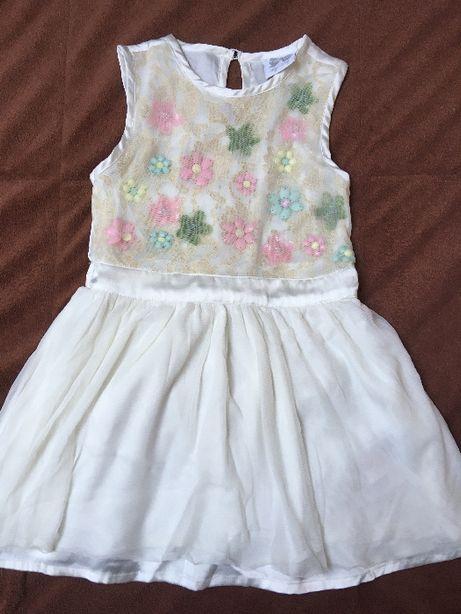 sukienka biała tiul zdrobienia z kwiatków 98