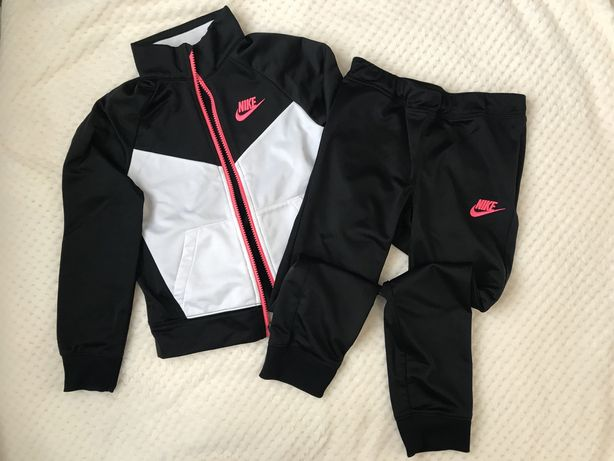 Спортивний костюм Nike для дівчинки 6 років
