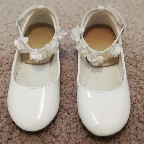 Buty białe lakierki komunijne r. 36 dł. 22,5 cm.