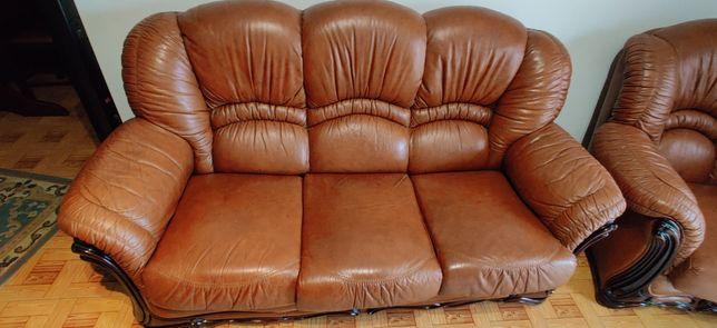 Conjunto de três sofás em pele