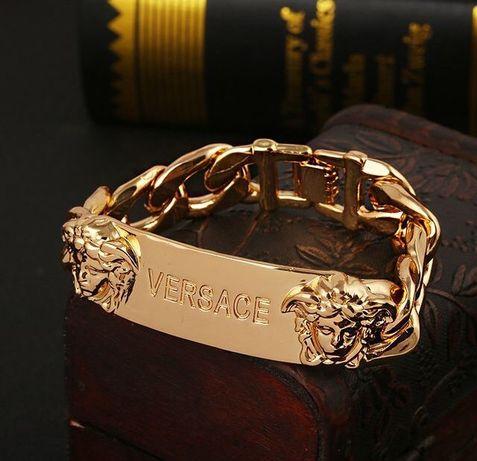 """""""Versace""""- złota (14k) bransoleta dla koneserów marki Versace;"""