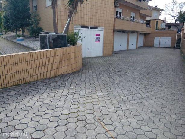 Garagem  Venda em Caldas de São Jorge e Pigeiros,Santa Maria da Feira