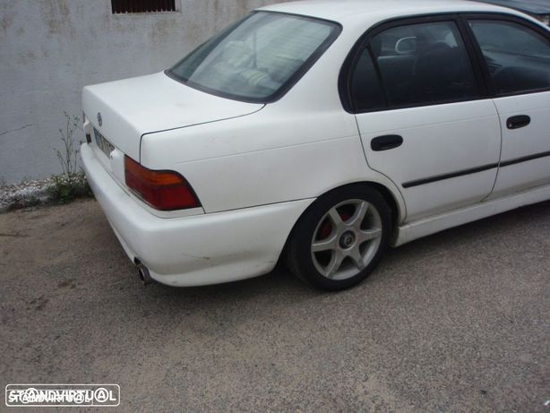 Toyota corolla ( E10 ) 1.3 XLI 16v 88cv ( 1994 )