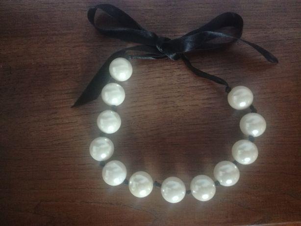 Korale, kolia duże kulki perłowe na wstążce