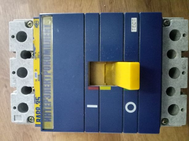 Автоматичний вимикач (пакетник) ВА88-35 400в 200 ам