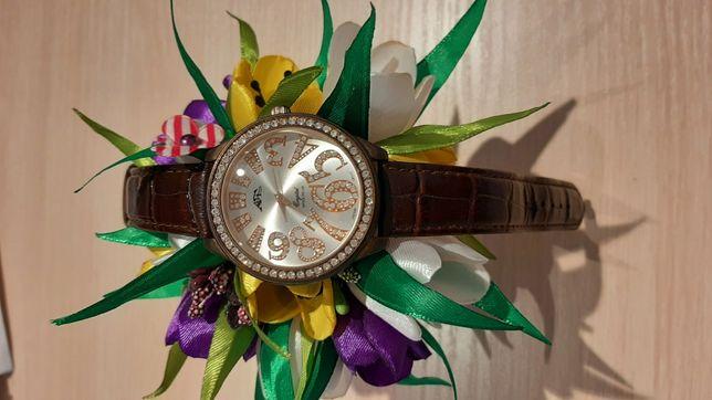 Часы женские с золотистым циферблатом