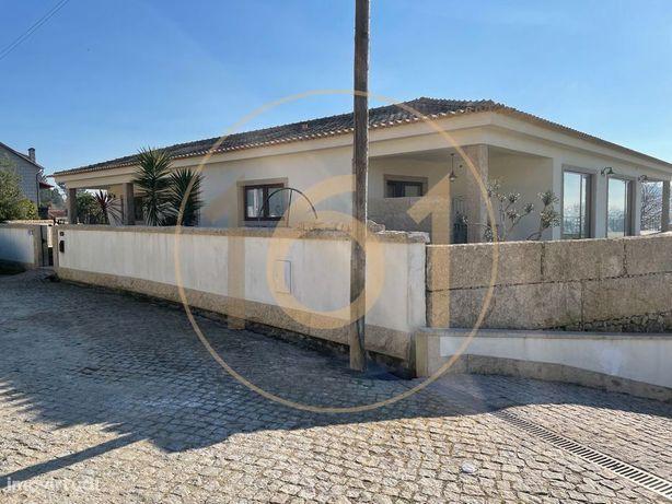 Moradia T5 com piscina interior em Amarante.