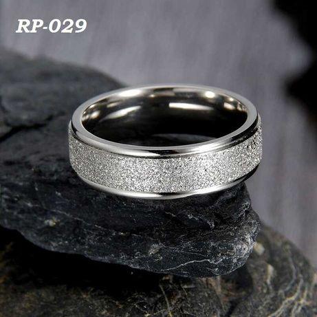 Парные кольца для влюбленных из медицинской стали. Варианты на фото