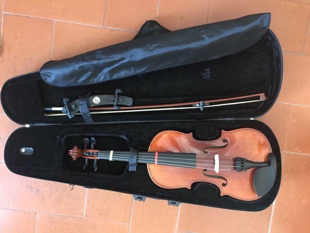 Violino 4/4, de criança em muito bom estado.