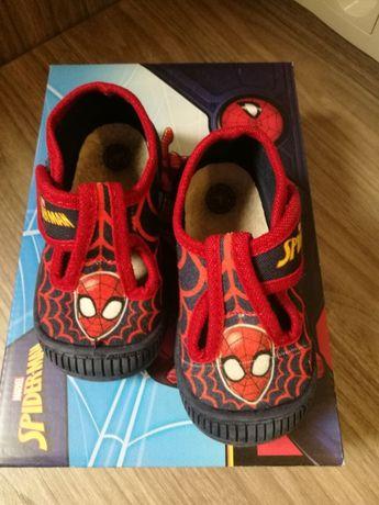 Używane buty, buciki, kapcie, kapciuszki rozmiar 21