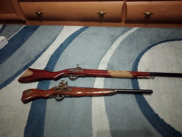 Сувенірні мушкети,пістолі.