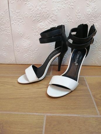 Czarno białe sandały Jenny fairy, R. 37