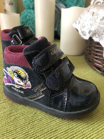 Продам ботинки детские Geox