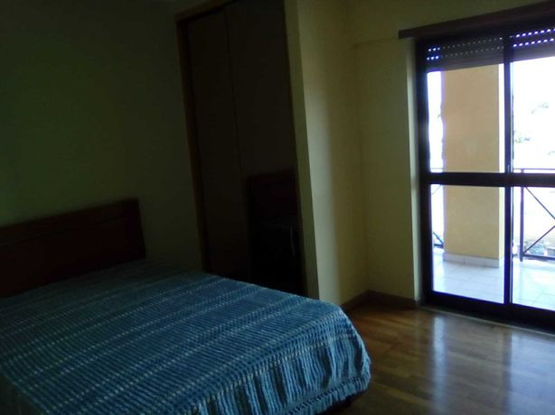 Aluga-se quarto com varanda em apartamento t2  todo mobilado