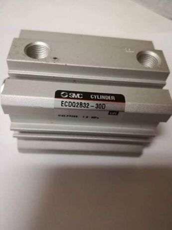 Cilindro Smc curso curto ECDQ2B32-30D Novo.