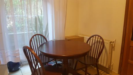 Sprzedam stół i 4 krzesła Malezja
