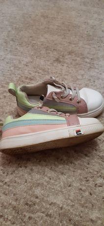 Кросовки р29 для девочки