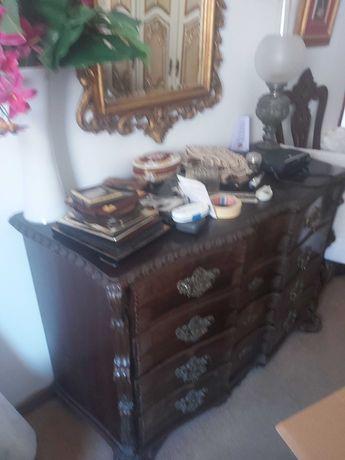 Cama, mesas cabeceira e comoda D Luis