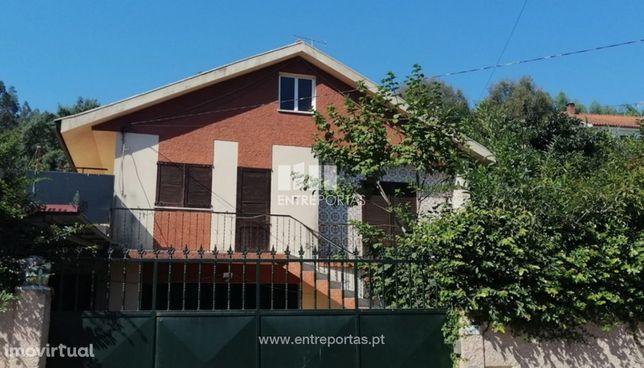 Venda de moradia V4 inserida em terreno com 500m², Durrães, Barcelos