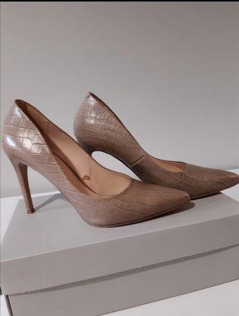 Wojas czółenka damskie, szpilka 40r beżowe skórzane buty