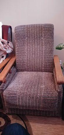 Fotele pokojowe w bardzo dobrym stanie, czyste.