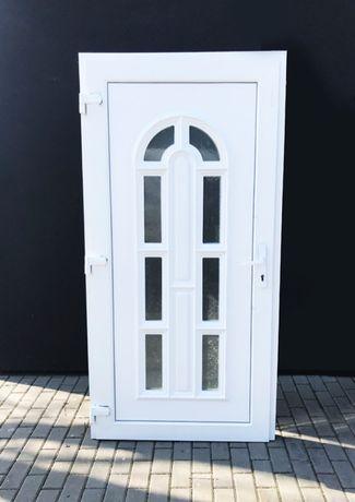 Drzwi zewnętrzne PCV 100x210 białe PCV małe szybki