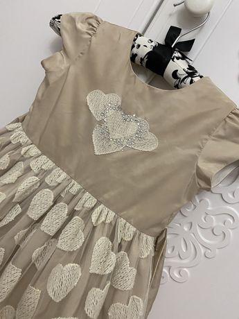 Платье для девочки , нарядное. На 2 годика