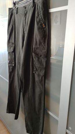 Męskie spodnie z bicznymi kieszeniami / cargo