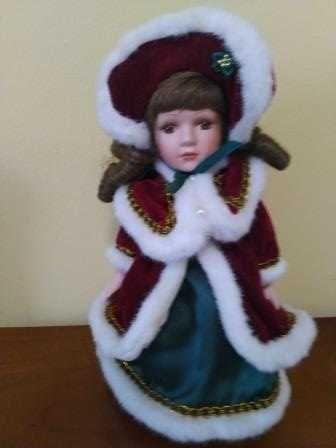 Фарфоровая коллекционная кукла Барышня  35 см на подставке.