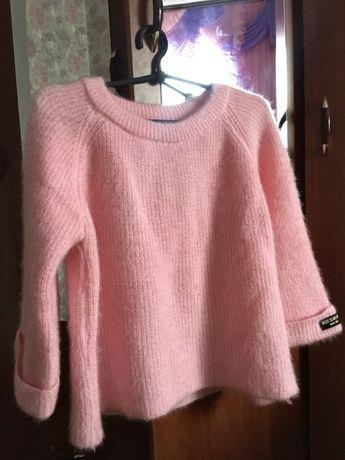 Продам светр рожевого кольору.