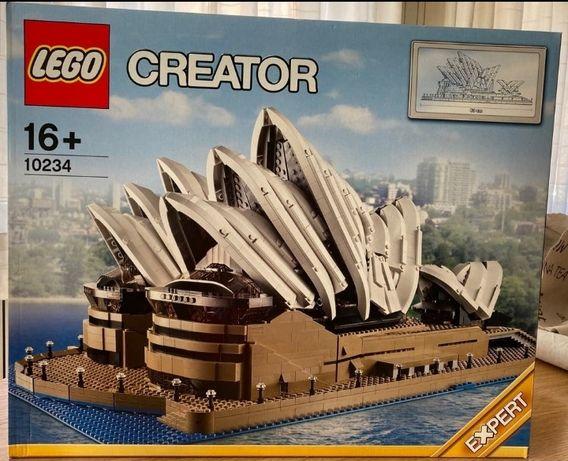 Lego 10234 - Sidney Opera House.