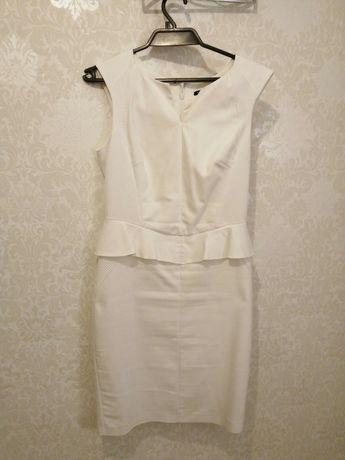 Sukienka Mohito ecri 38-40 ołówkowa z baskinką Przyjęcie wesele