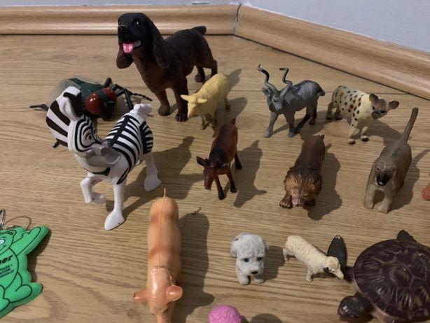 Zabawki zwierzątka,figurki,pieczątki,lalki,kotek,piesek,konik