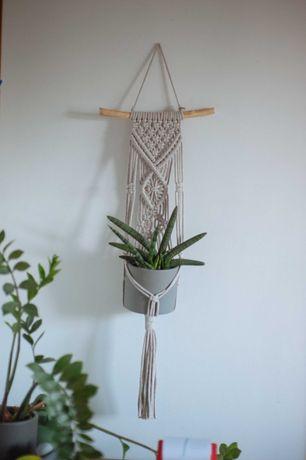 Makrama kwietnik ze sznurka beżowy na ścianę