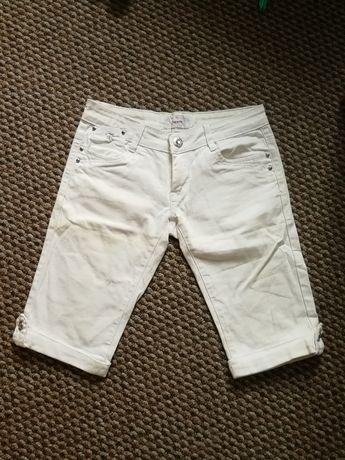 Białe spodnie - rybaczki