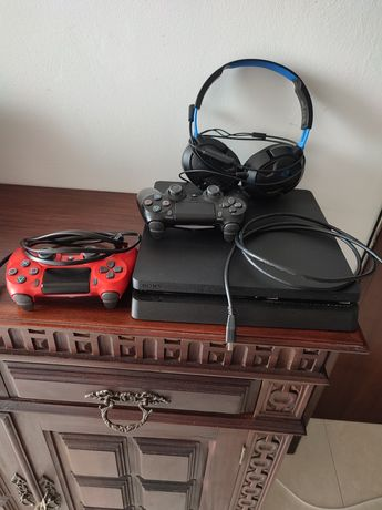 PlayStation 4 + 2 comandos + headset