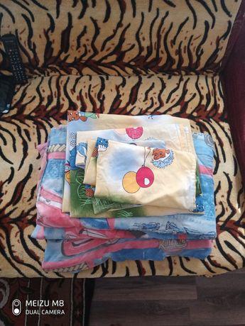 Продам набором. постельное и одеялко для кроватки